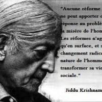 Aucune réforme sociale ne peut apporter de réponse au problème de la misère de l' homme . Les réformes n'agissent qu'en surface, et seul un changement radical de la nature de l'homme peut transformer sa vie sociale.