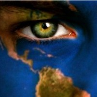 L'humanité trouvera sa voie dans l'amour, la générosité, la justice, la tolérance, le respect mutuel, la sagesse, le savoir, l'entraide et l'union. La division crée le sectarisme, le clanisme, le désir de domination, les conflits et la destruction. L'humanité doit revenir à sa nature de base : cette bonté qu'elle a tendance à perdre au fil du temps au profit de la haine. Elle peut être diversifiée dans ses langues, ses cultures et ses civilisations mais ne doit avoir qu'un seul coeur où chaque homme trouverait amour et fraternité. Un monde qui va mal, est un monde qui n'aime pas, individualiste, égoïste, injuste où l'homme se comporte comme un prédateur, où l'autre est perçu comme une source de profit et d'exploitation, à qui on prend tout mais avec qui on ne partage rien et où les uns sont indifférents aux autres. L'indifférence est une complicité. Tout le monde doit prendre part à l'éradication du mal, si non on finira tous par en être victime. En aspirant à son bonheur, l'homme construit son malheur sur la souffrance de son prochain. Sans partage, il n' y a point de bonheur.