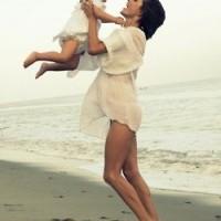 Une mère trouve sa joie dans celle qu'elle donne à ses enfants .