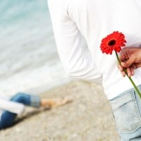 L'amour fleurit au printemps, prend des couleurs en été, se danse sous la pluie en hiver et se laisse bercer par le vent en automne.